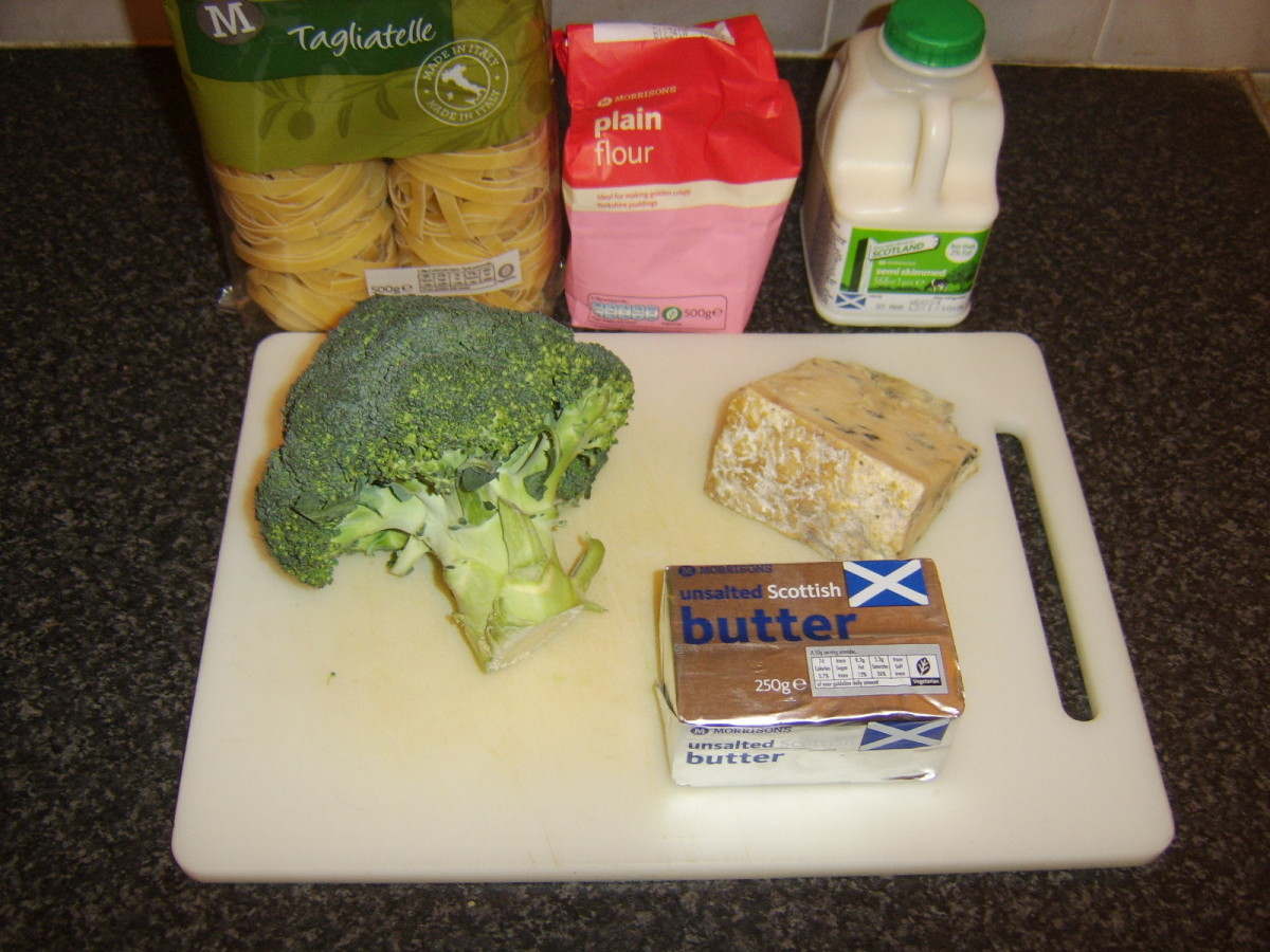 Principal ingredients for broccoli and Stilton cheese pasta