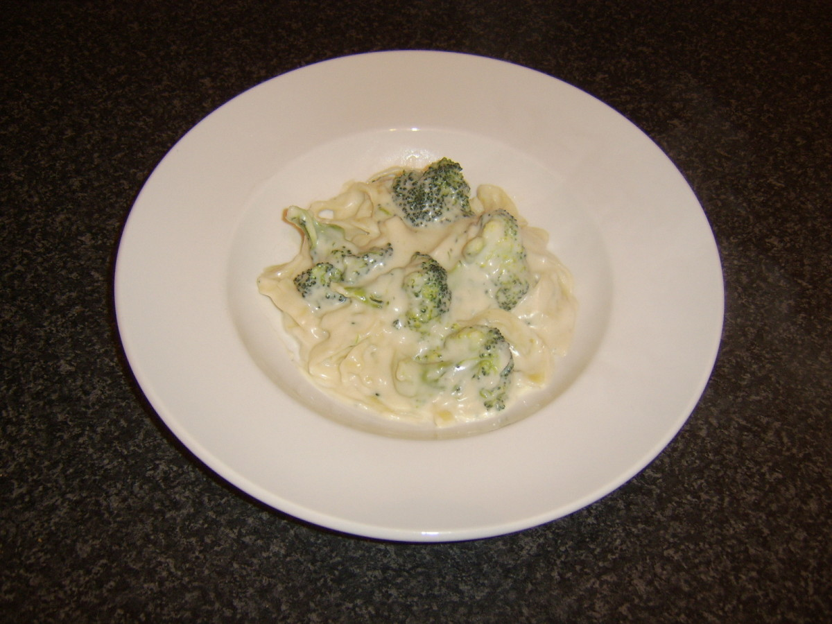 Broccoli and Stilton tagliatelle is plated and ready to be garnished