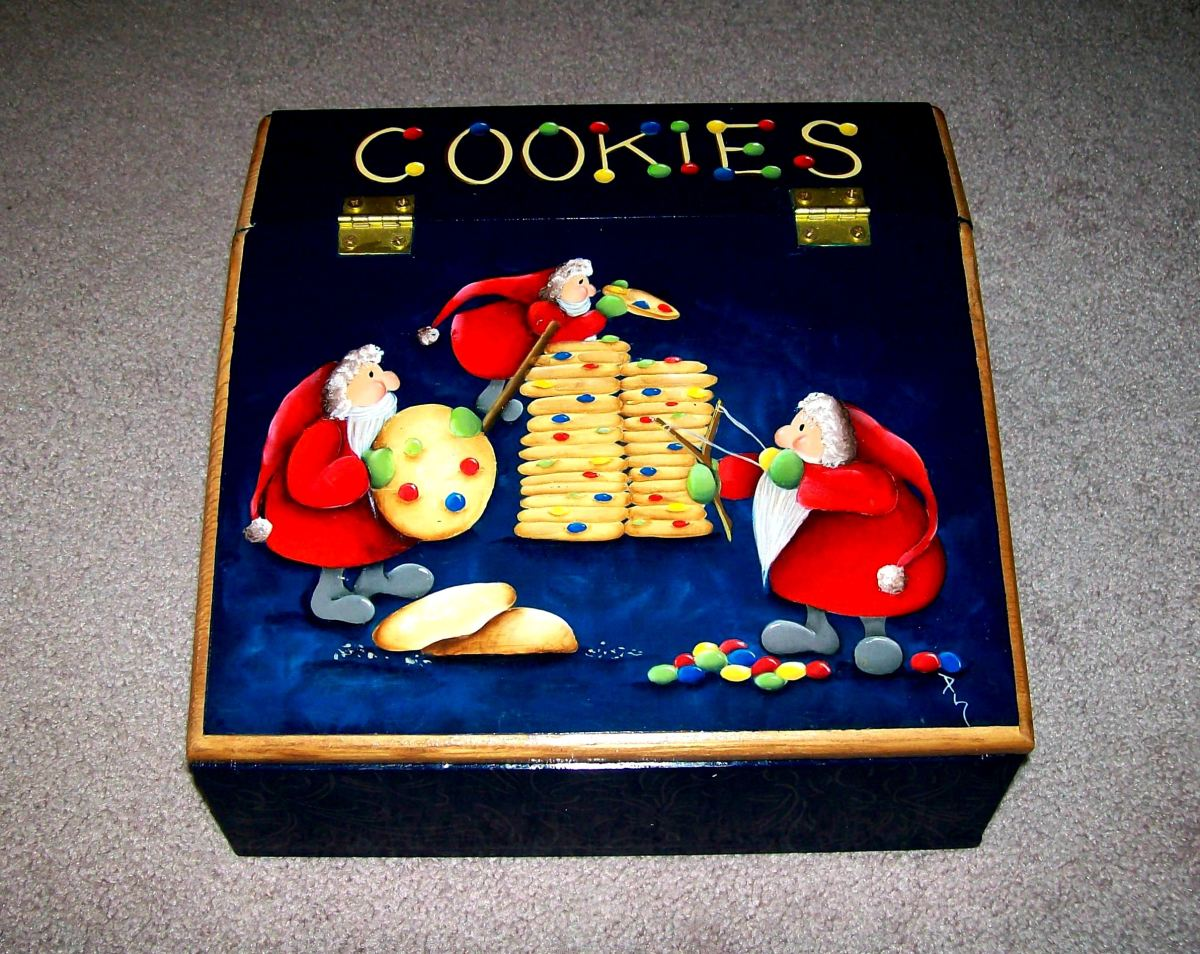 Christmas storage box painted by Patty Sypek/design by Prudy Vannier