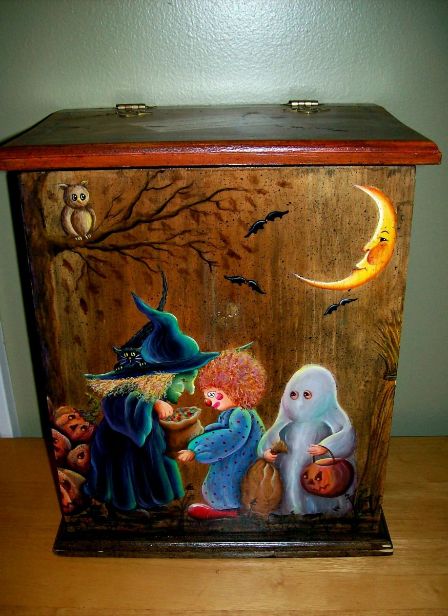Halloween candy storage box painted by Patty Sypek/design by Helan Barrick
