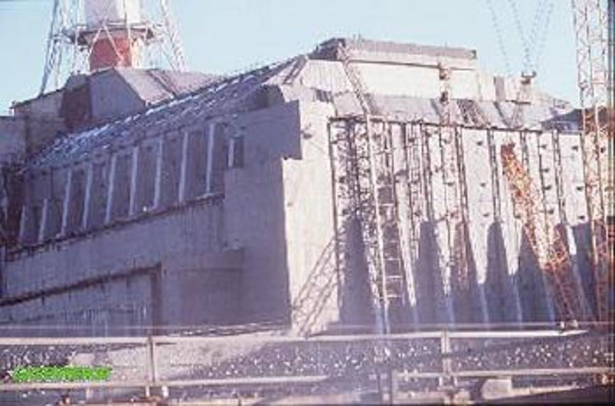 Sarcophagus in place over reactor 4