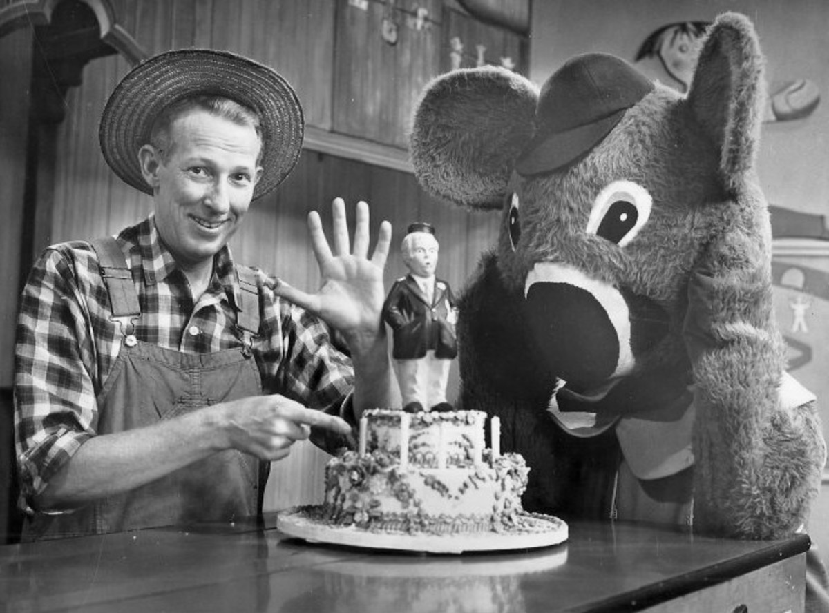 Hugh Brannum and Cosmo Allegretti on the Captain Kangaroo 5th Anniversary Show in 1960.