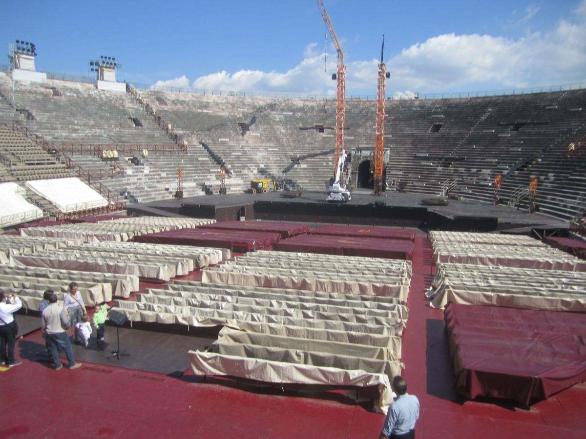 Today, the arena is still used for shows, including grandiose operas and even rock and pop concerts, like Pink Floyd and One Direction.