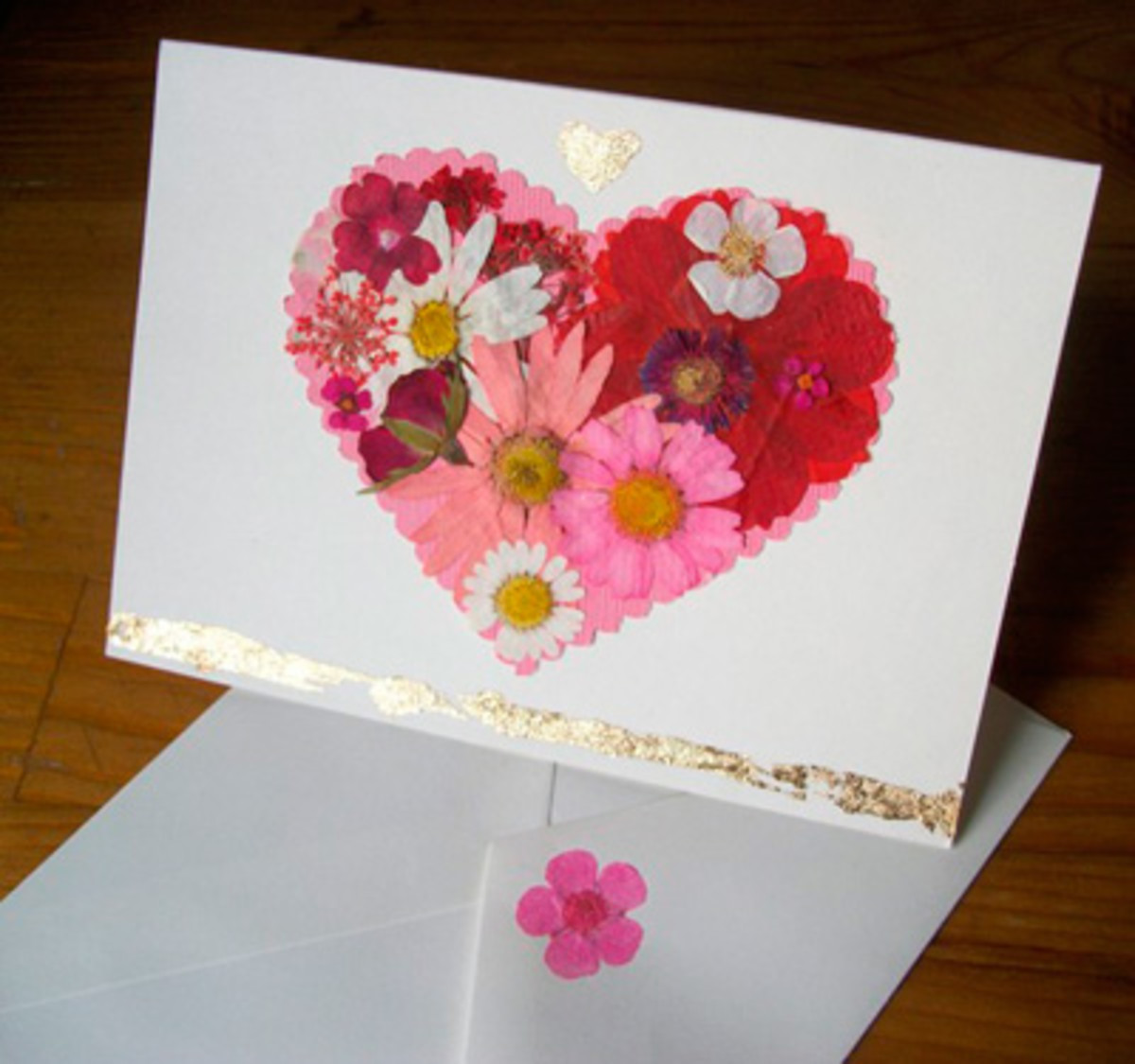 Children can make cards with the pressed flowers to give for birthdays, Christmases and other occasions.