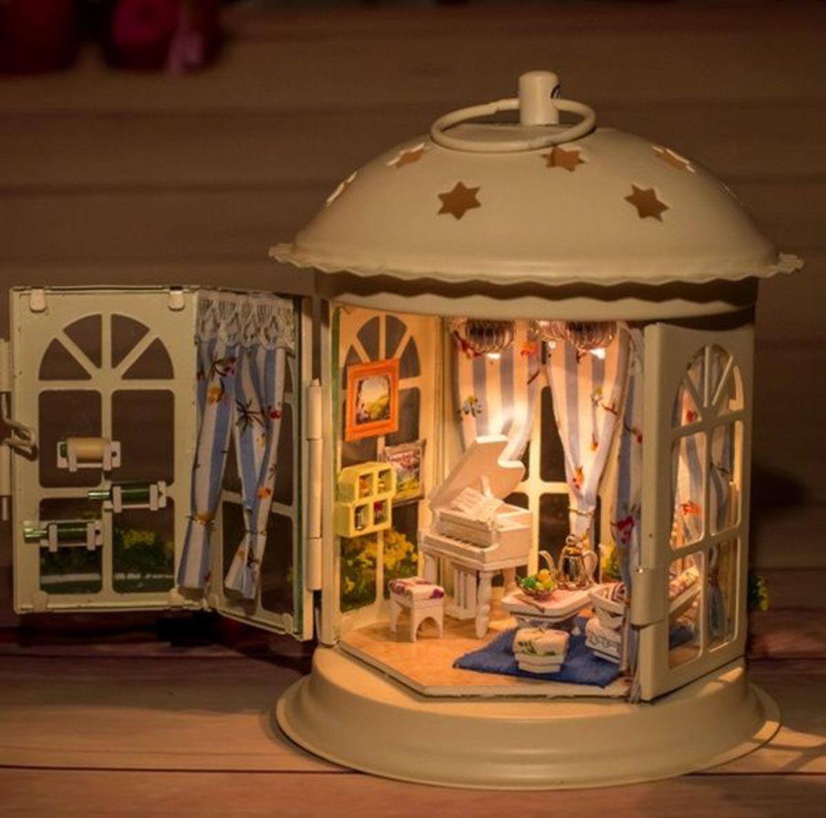 latern dollhouse