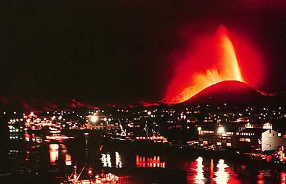Eruption of Eldfell just outside of Heimaey.