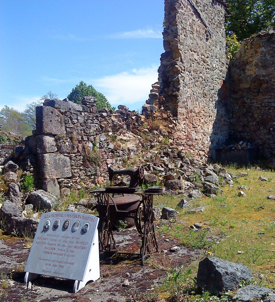Oradour-sur-Glane. A whole family wiped out. Photographs and plaque with sewing machine and table.