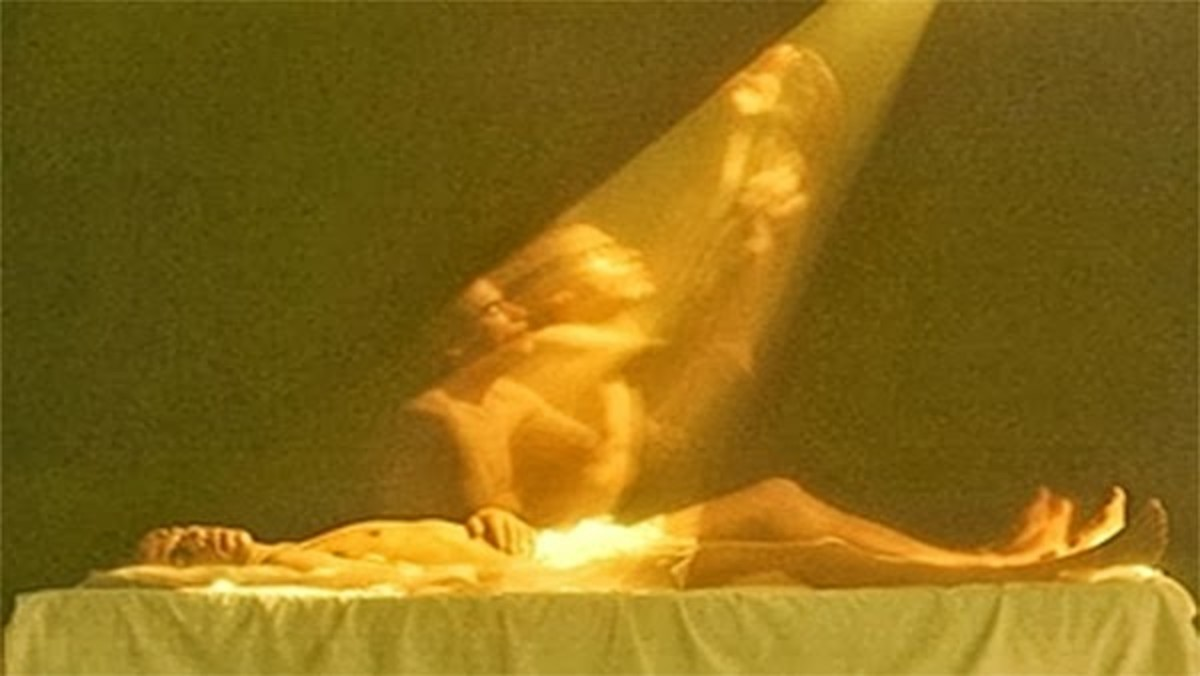 Kirlian photography: Is this photo of a soul leaving body real or trick?