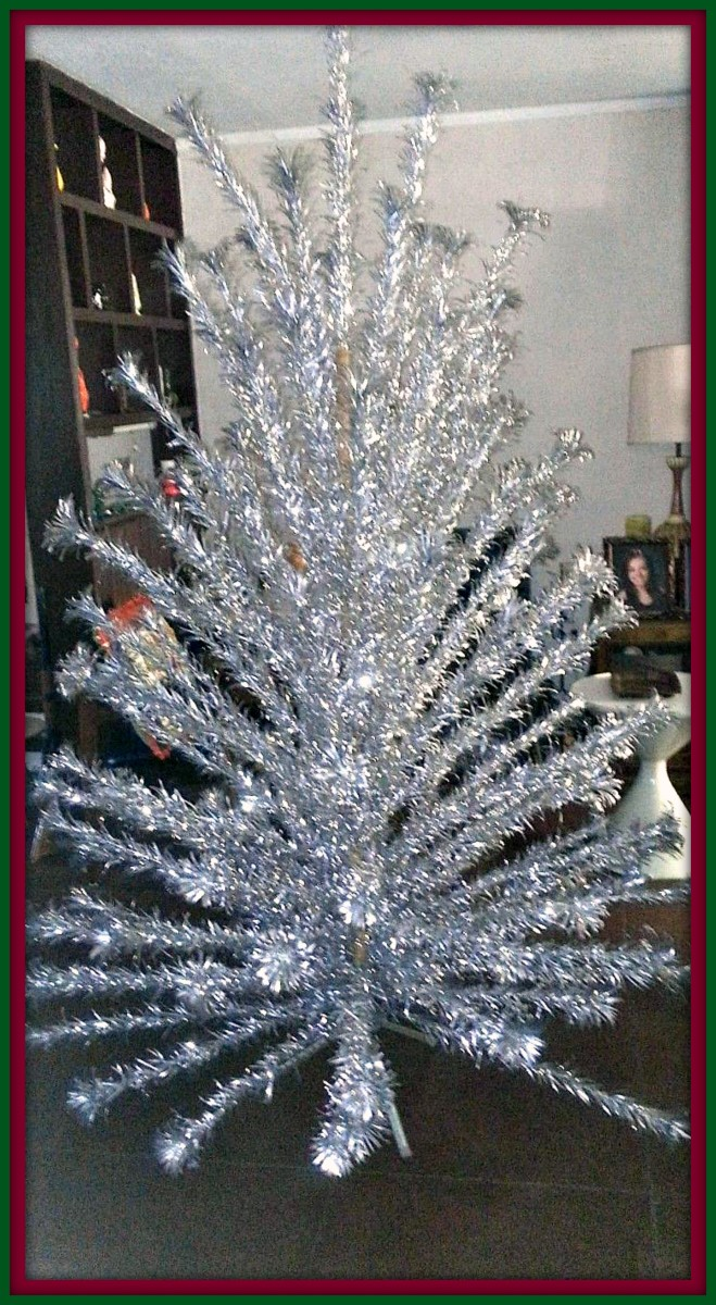 A vintage, mid-century 8 foot Evergleam 121 branch silver stainless aluminum fountain Pom Pom Christmas tree. This is a beautiful blast from the past ...