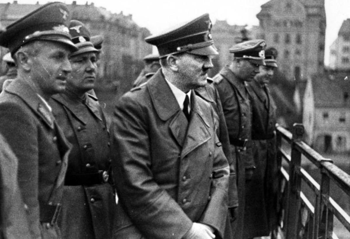 Dr. Sigfried Uiberreither, Martin Bormann, Adolf Hitler, Otto Dietrich in Marburg, 1941