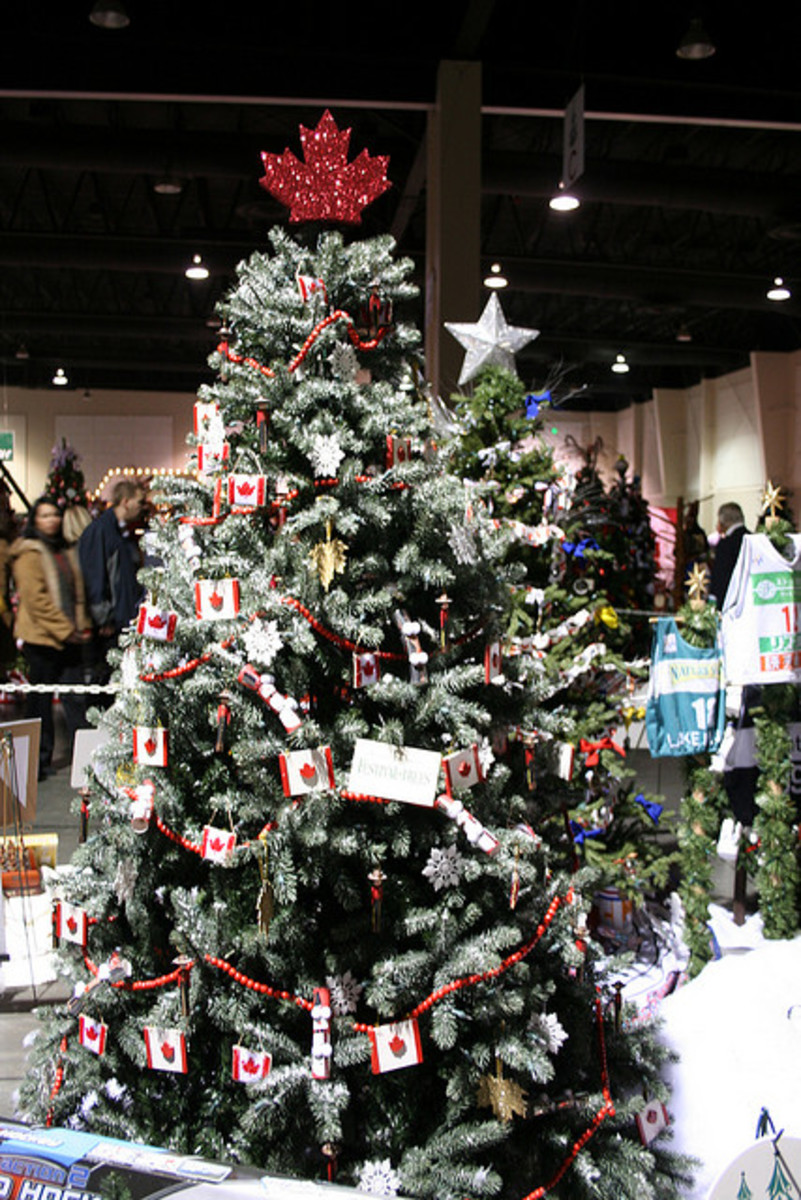 Christmas Tree Decorating Themes and Ideas