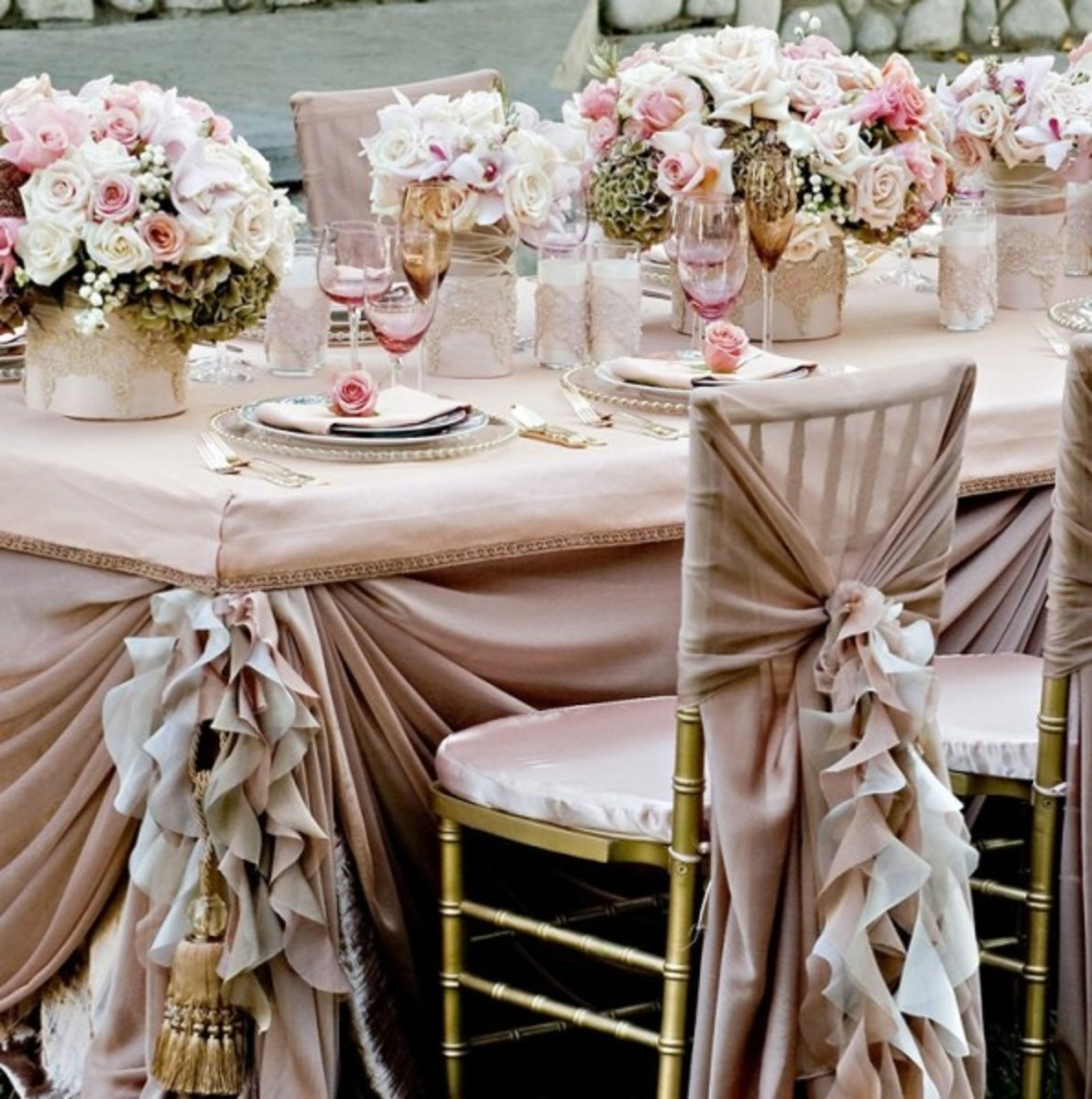 classy and sophisticated wedding table Décor