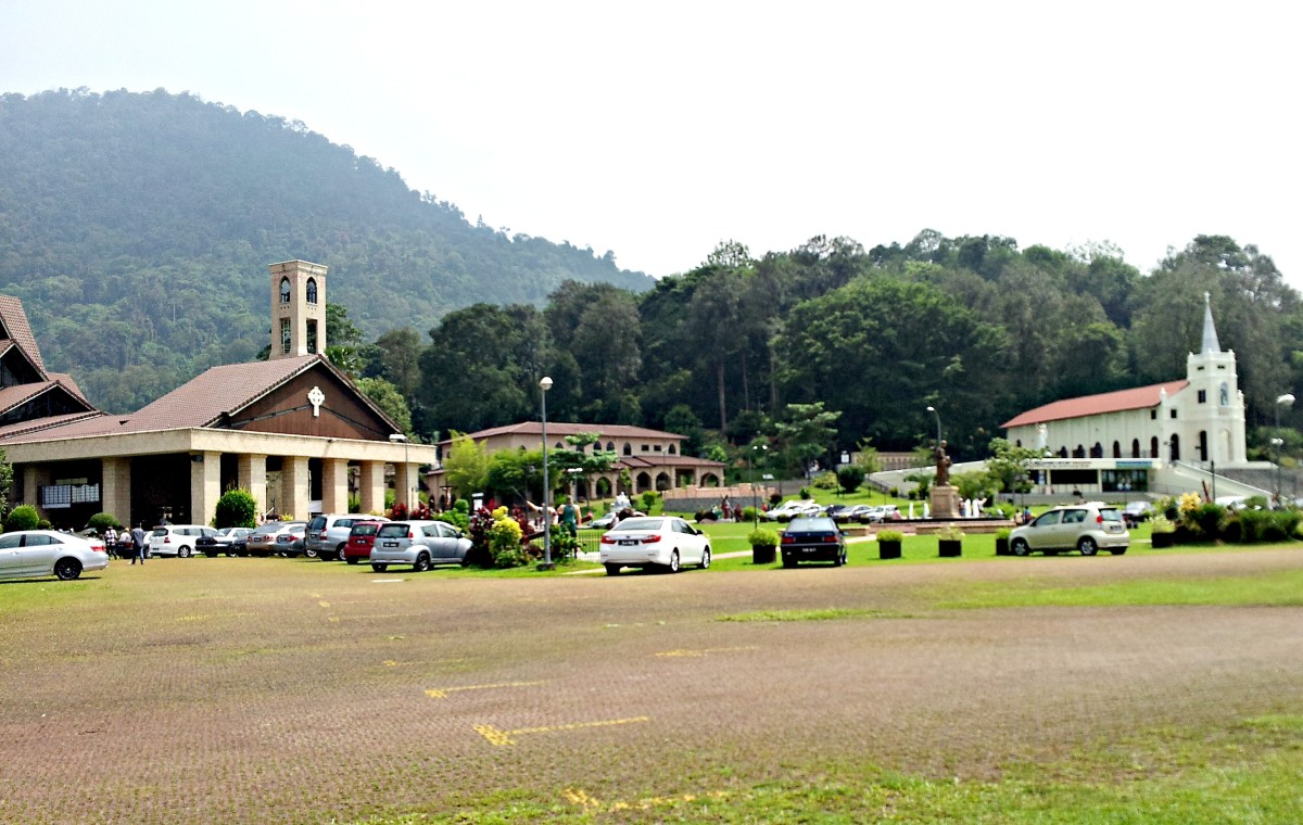 The New Church on the left and the old Shrine on the far right.