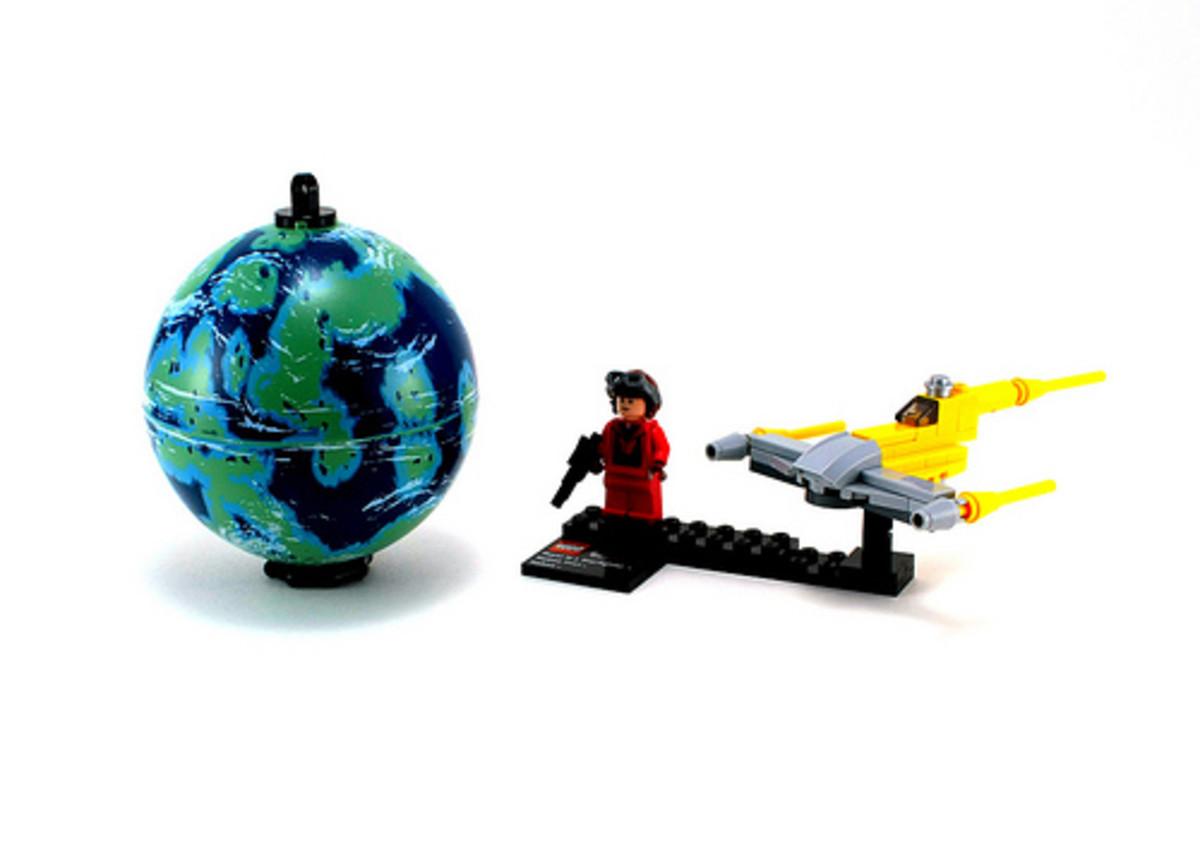 LEGO Star Wars Naboo Starfighter & Naboo 9674 Assembled