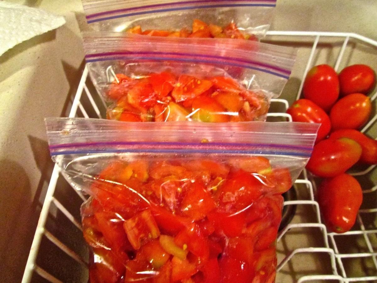 Sliced tomatoes in Ziploc bags.