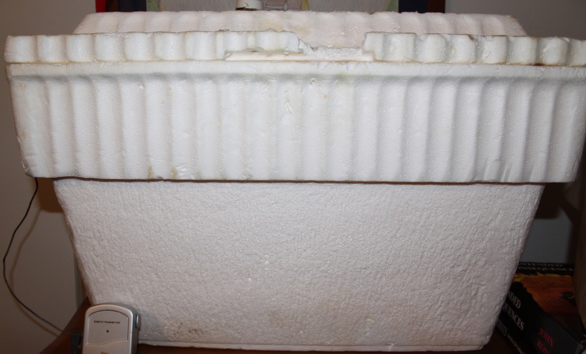 An inexpensive foam cooler was used to make the proofing box, along with a lamp socket and fader to manually control the temperature.