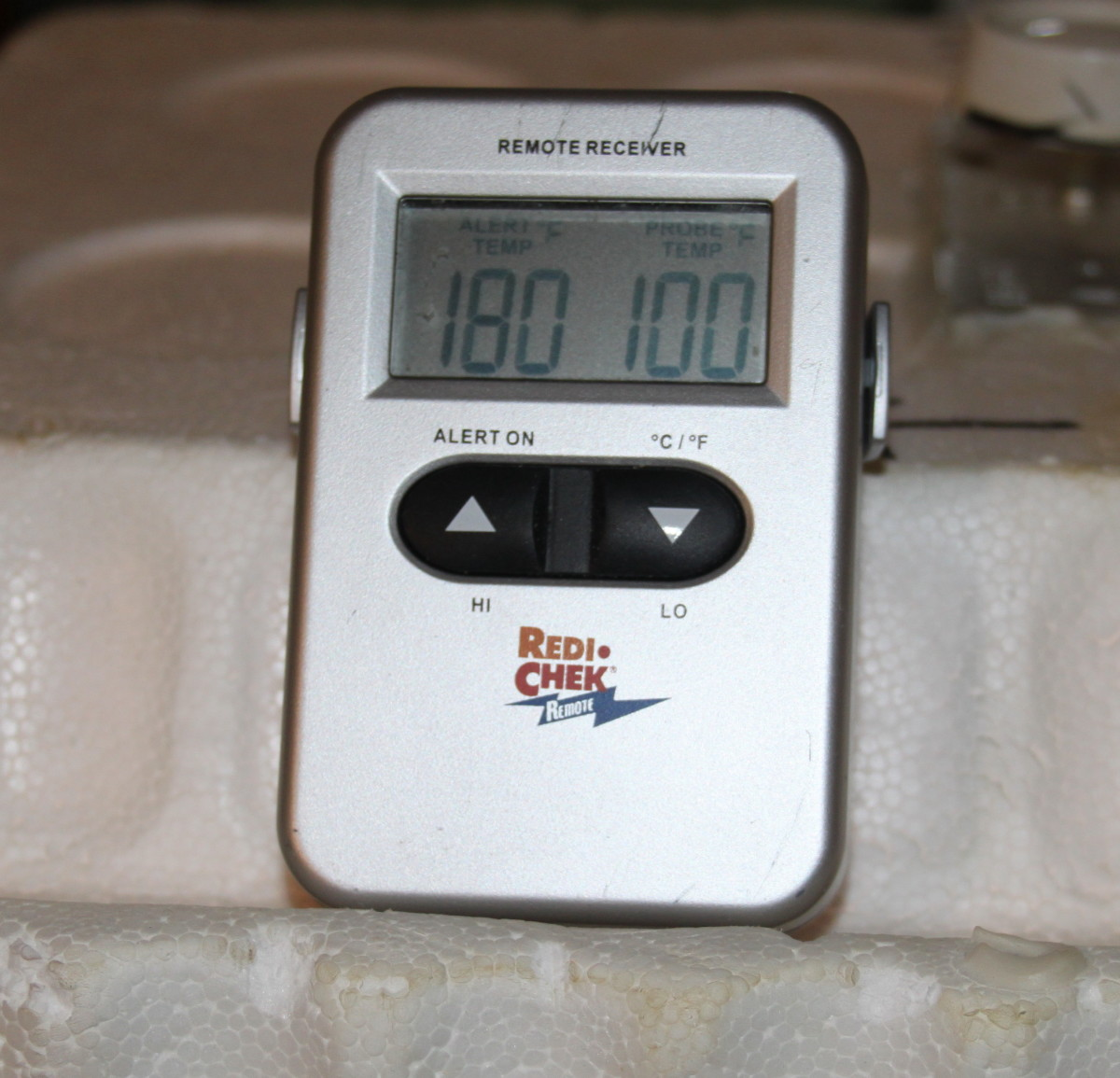 A digital thermometer displays the temperature on the right.