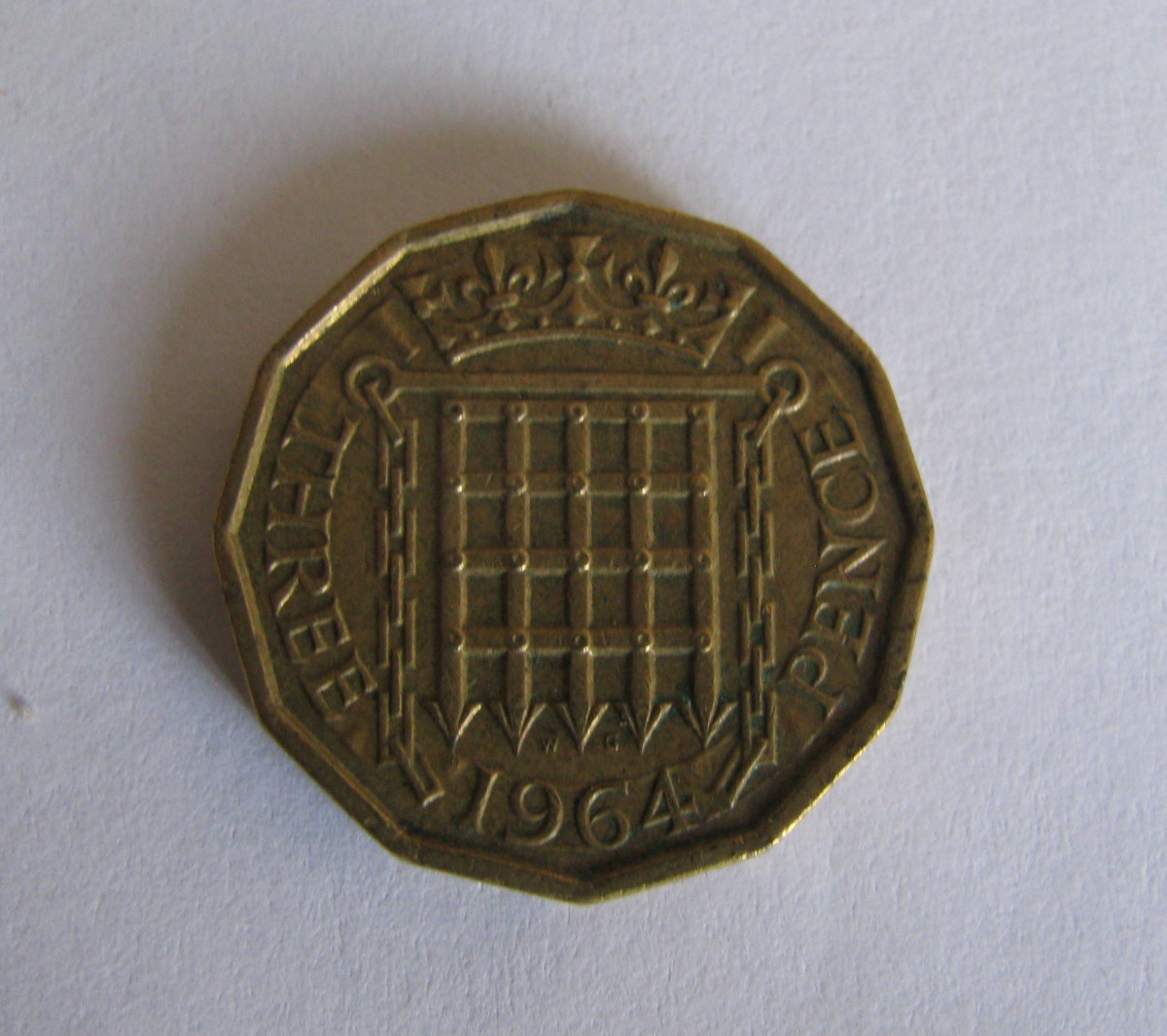 Reverse of the 1964 threp'ny bit