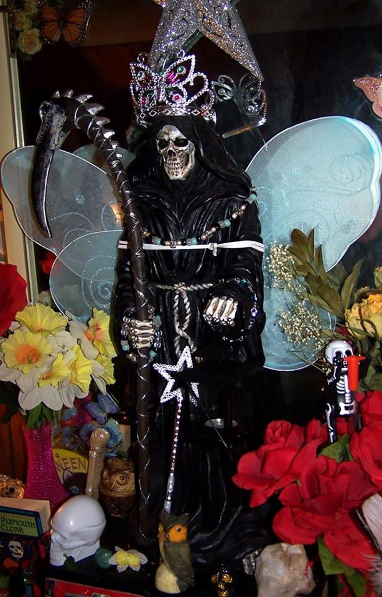 I'm sure La Negra was fairly miserable, but she was sweet enough to let me dress her up pretty since they do it in shrines in Mexico.
