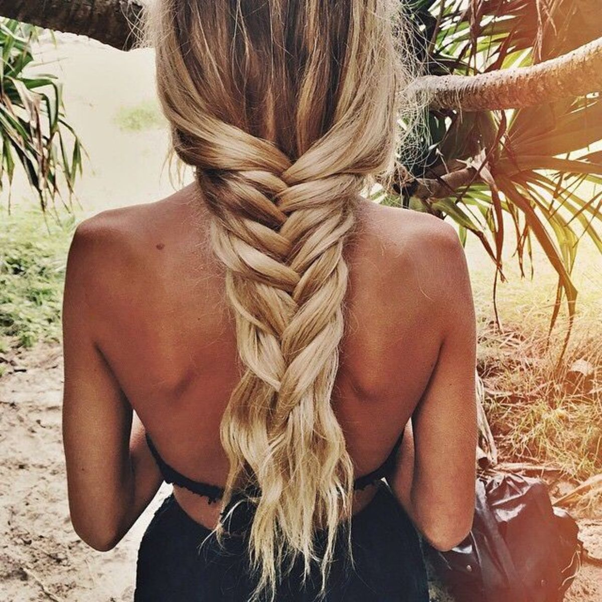 Perfect loose braid for a beach wedding or to achieve the Bohemian look