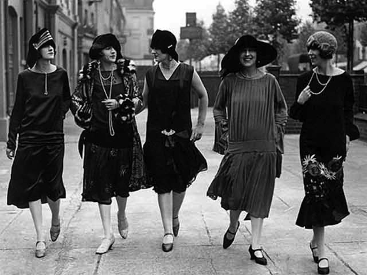 Flappers of the 1920s and their rope of pearls