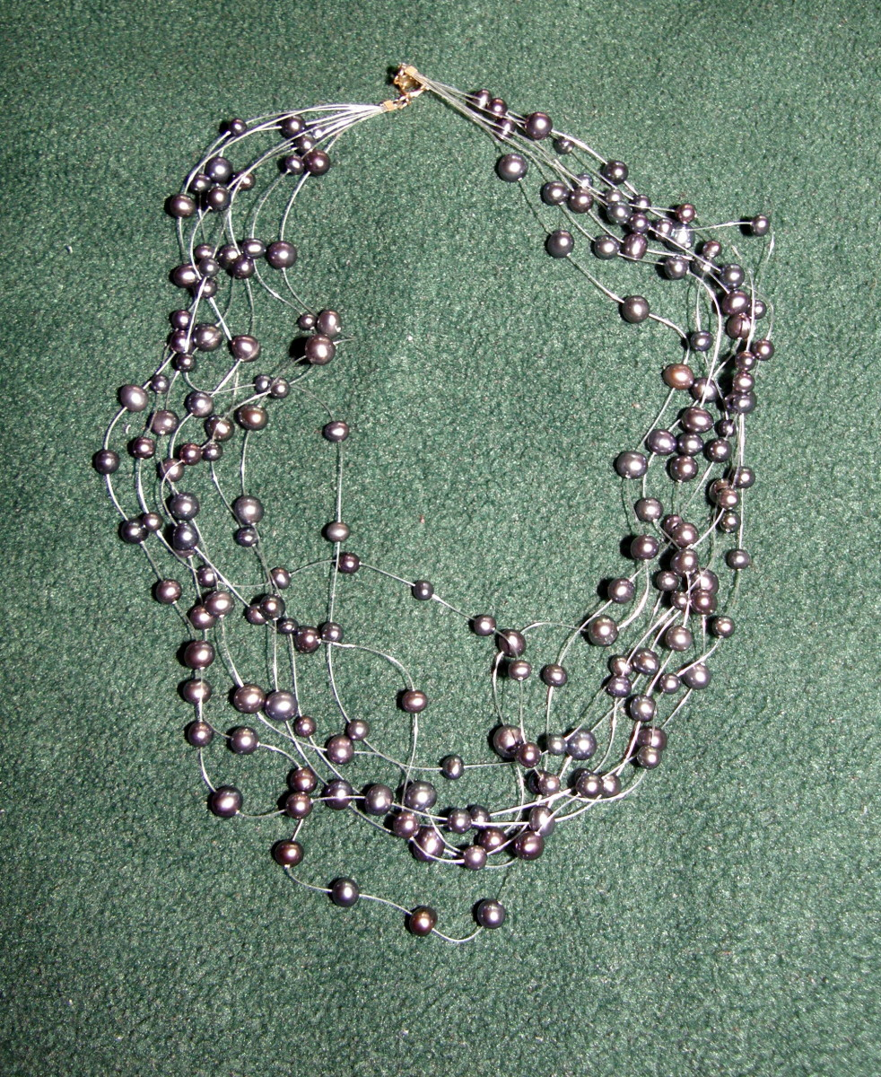 Black multi-layers floating pearl necklace