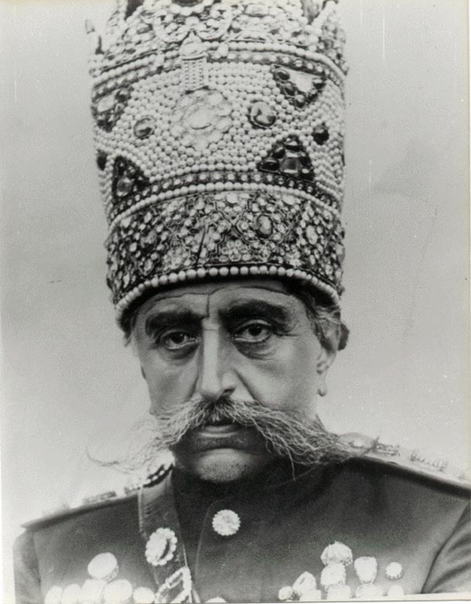 Mozaffar ad-Din Shah Qajar wearing his pearl Kiani crown. He was the 5th Shah of Qajar Dynasty and ruled between 1896-1907. Image: Unknown, Via Wikiedia