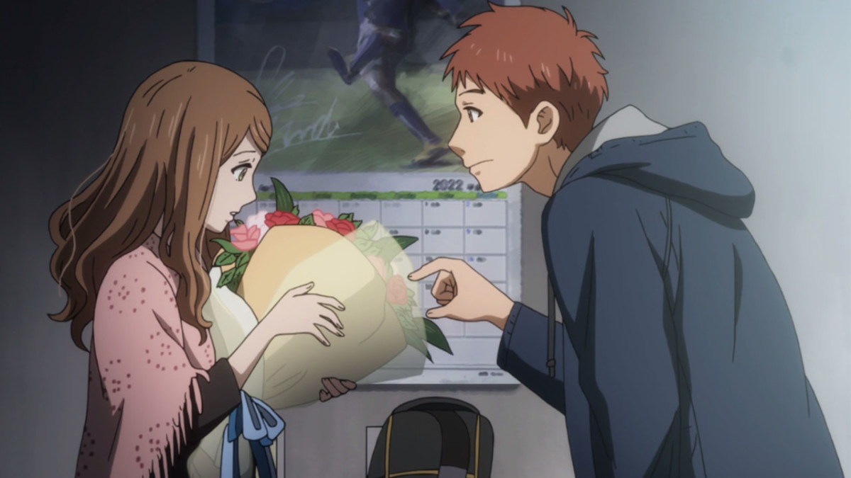 Naho receiving flowers from Suwa.