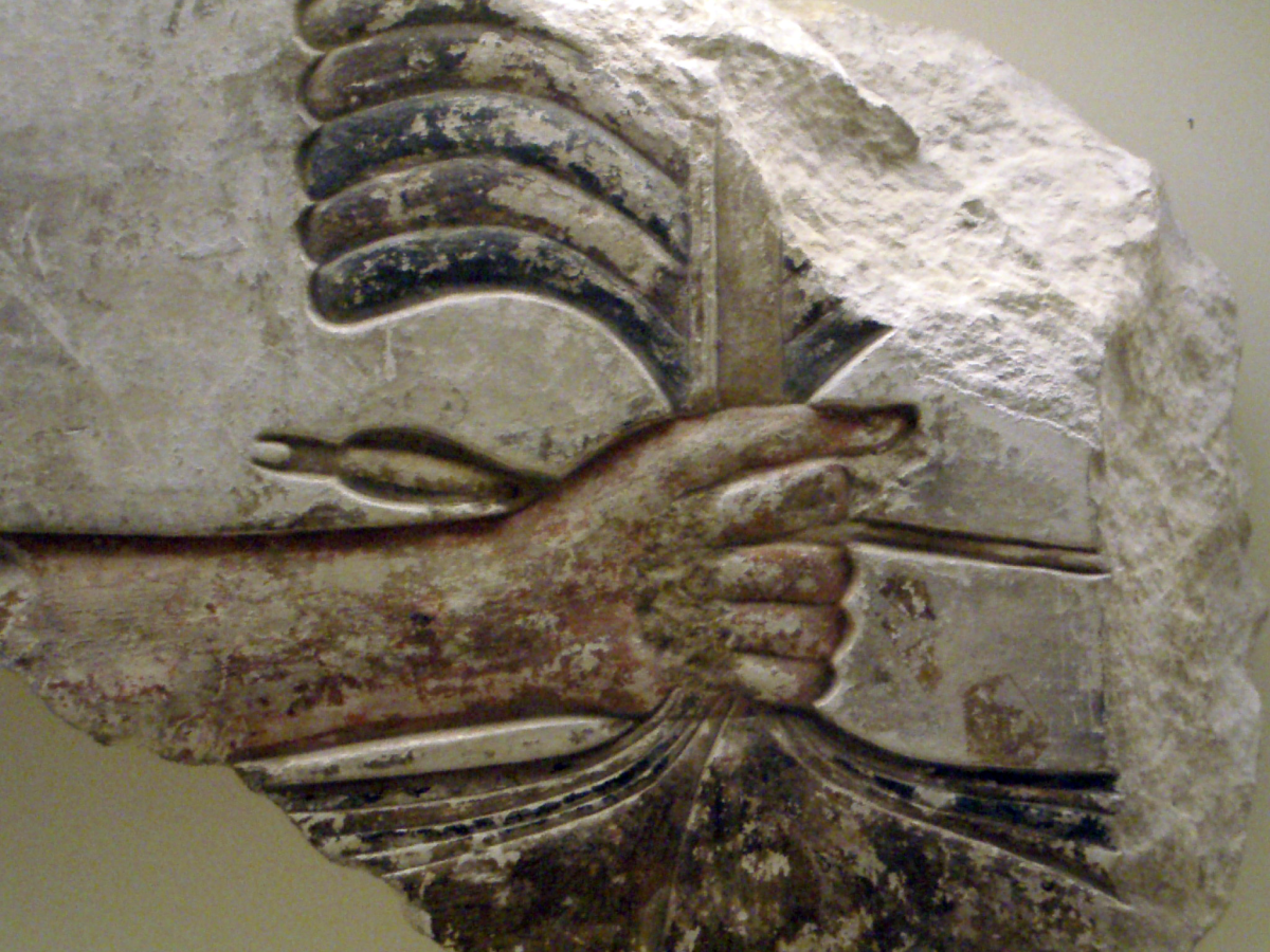 Close-up of Senwosret I grabbing the enemies of Egypt by their hair.