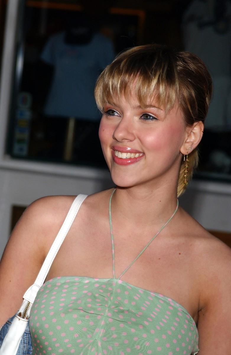 Scarlett Johansson Vs. Jennifer Lawrence: Which One of These Hollywood Actresses Is More Beautiful?