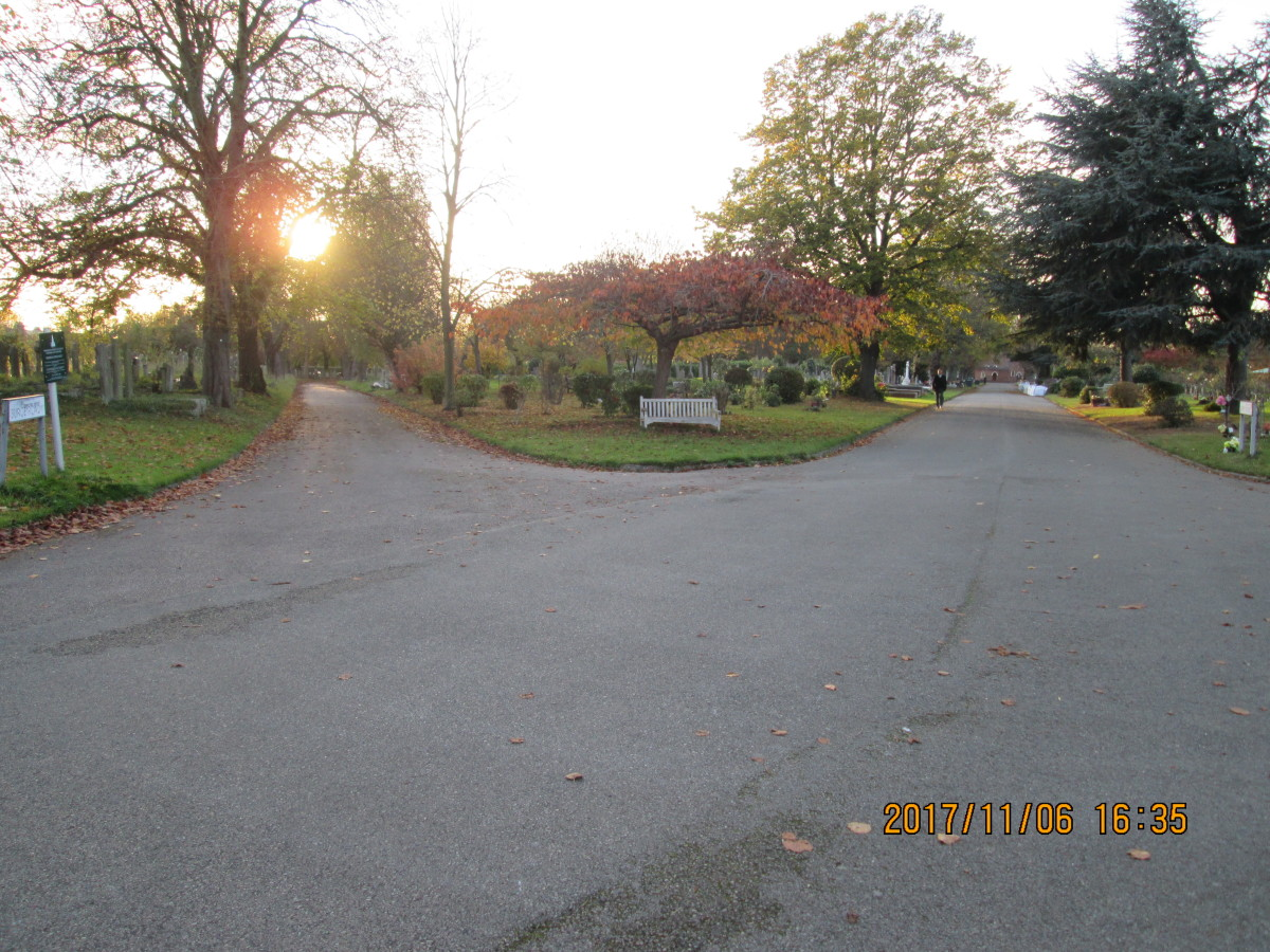 The parting of the ways. To the left is the road that skirts the cemetery railings on the railway side. Ahead is the direct road past the chapel to the Sebert Road gates