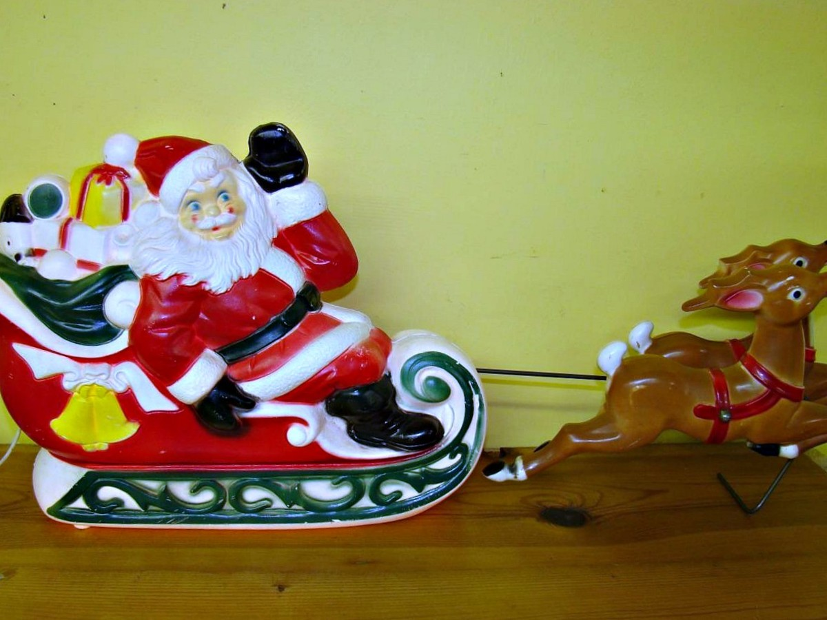 "Amazing 1970 Empire Blow mold Santa Claus with his Sleigh and Reindeer in nice Sleigh and the attached reindeer are a combined 25"" inches in length and sleigh is 11"" inches tall."