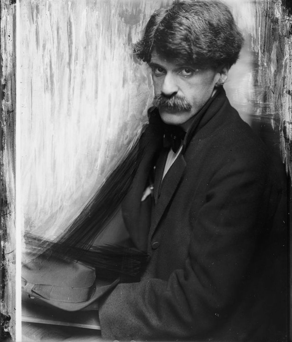 A photo of Alfred Stieglitz from 1902. The photo was taken by Gertrude Käsebier.