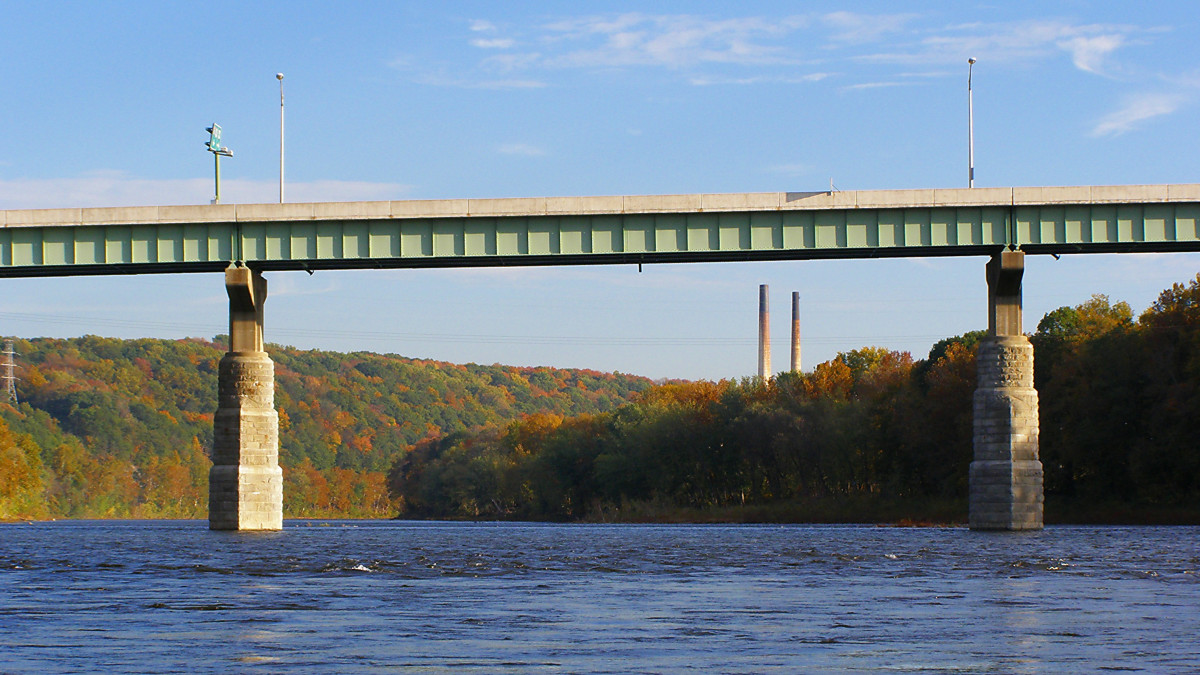 Portland-Columbia Pedestrian Bridge over Delaware River, Portland PA - Columbia NJ (looking northeast by kayak)