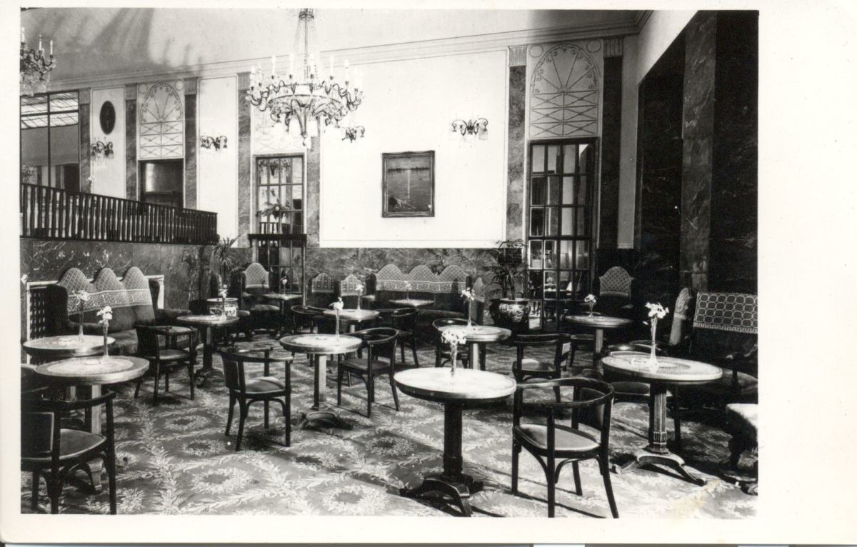 The café's atmosphere closely belonged to the society and business life of the era.