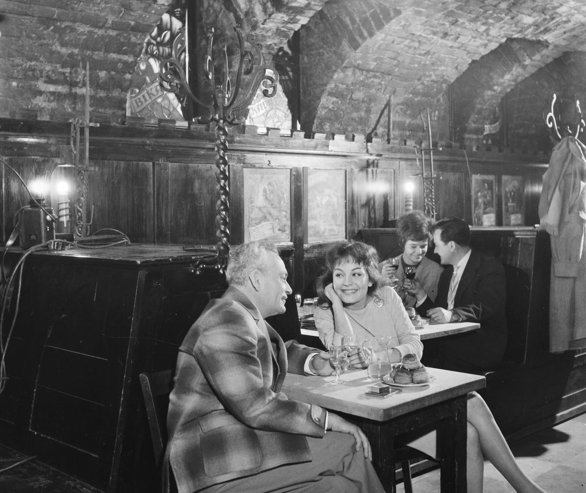 Szondy Pub and Tavern (Szondy Söröző és Borozó).