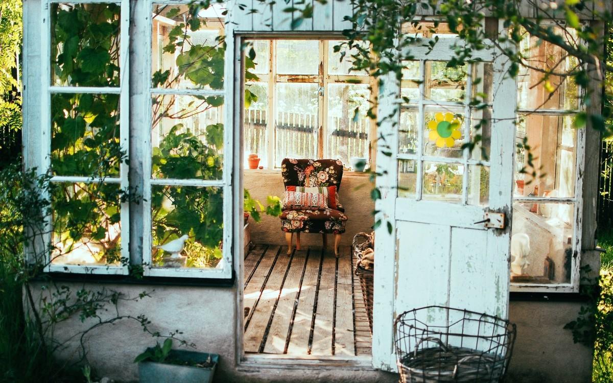 she-sheds-a-backyard-retreat