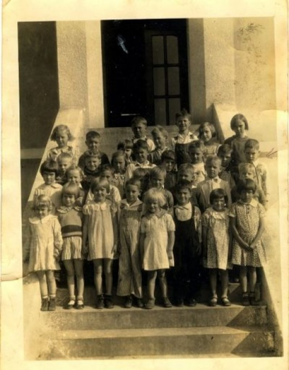 1935 FIRST GRADE AT PENDLETON ELEMENTARY SCHOOL