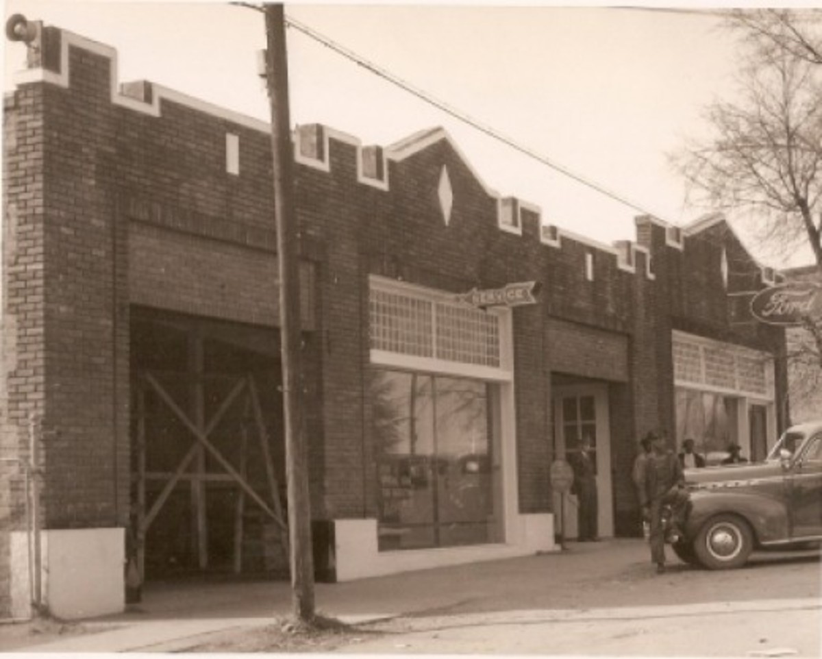 Old Ford Motor Co.  JV Bostic standing in the doorway. Ollie Brown leaning on the car. (Shared by Carolyn Mohr)