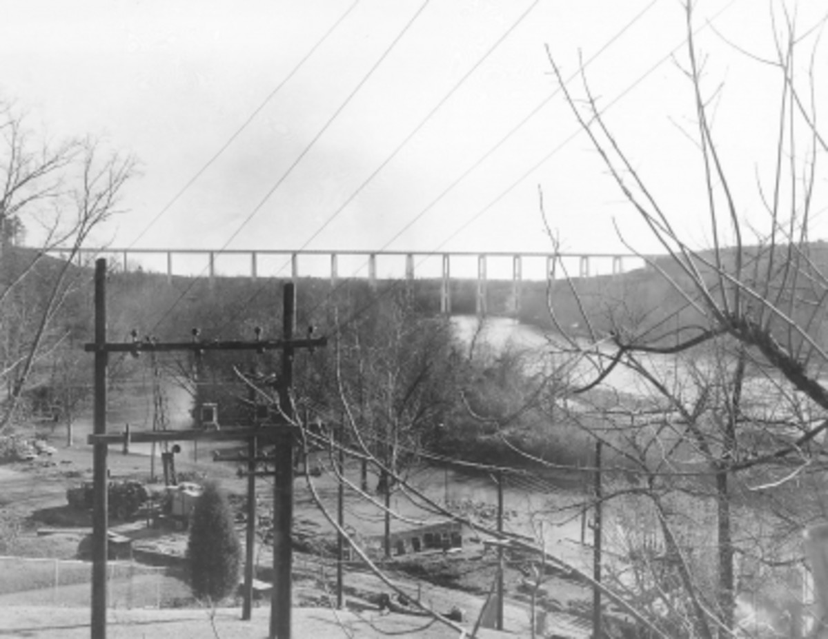 View of Hwy 24 Bridge before Lake Hartwell was filled
