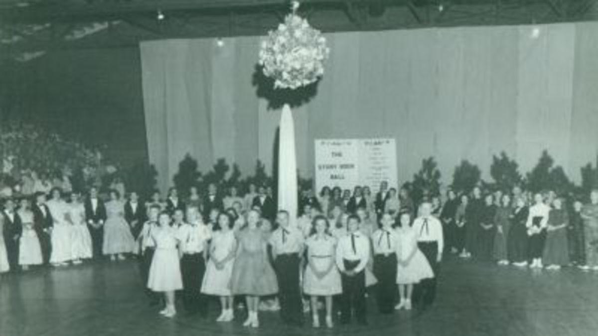 Pendleton Elementary May Pole Dance