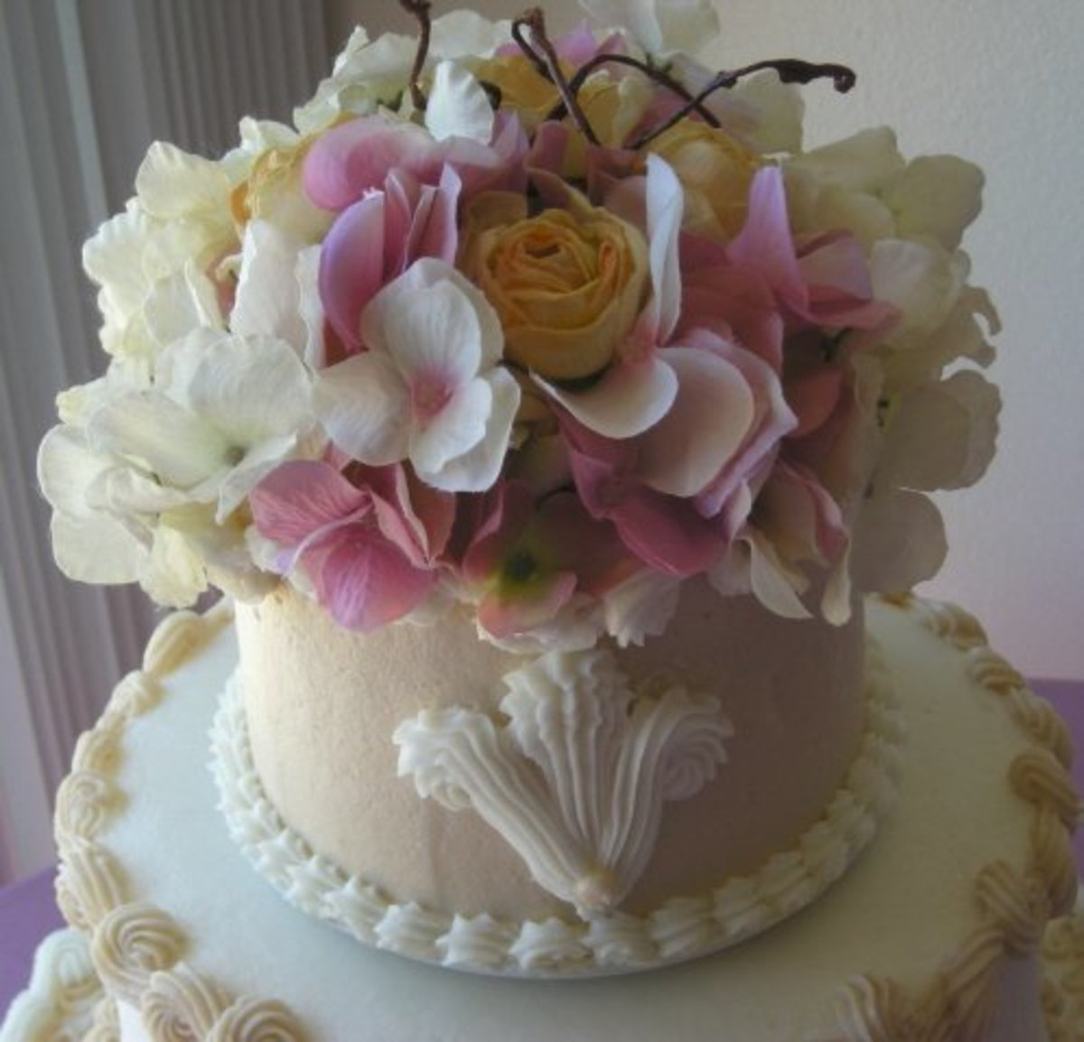 Victorian theme wedding cake [www.pepperwoodcatering.com/photo_gallery.htm]