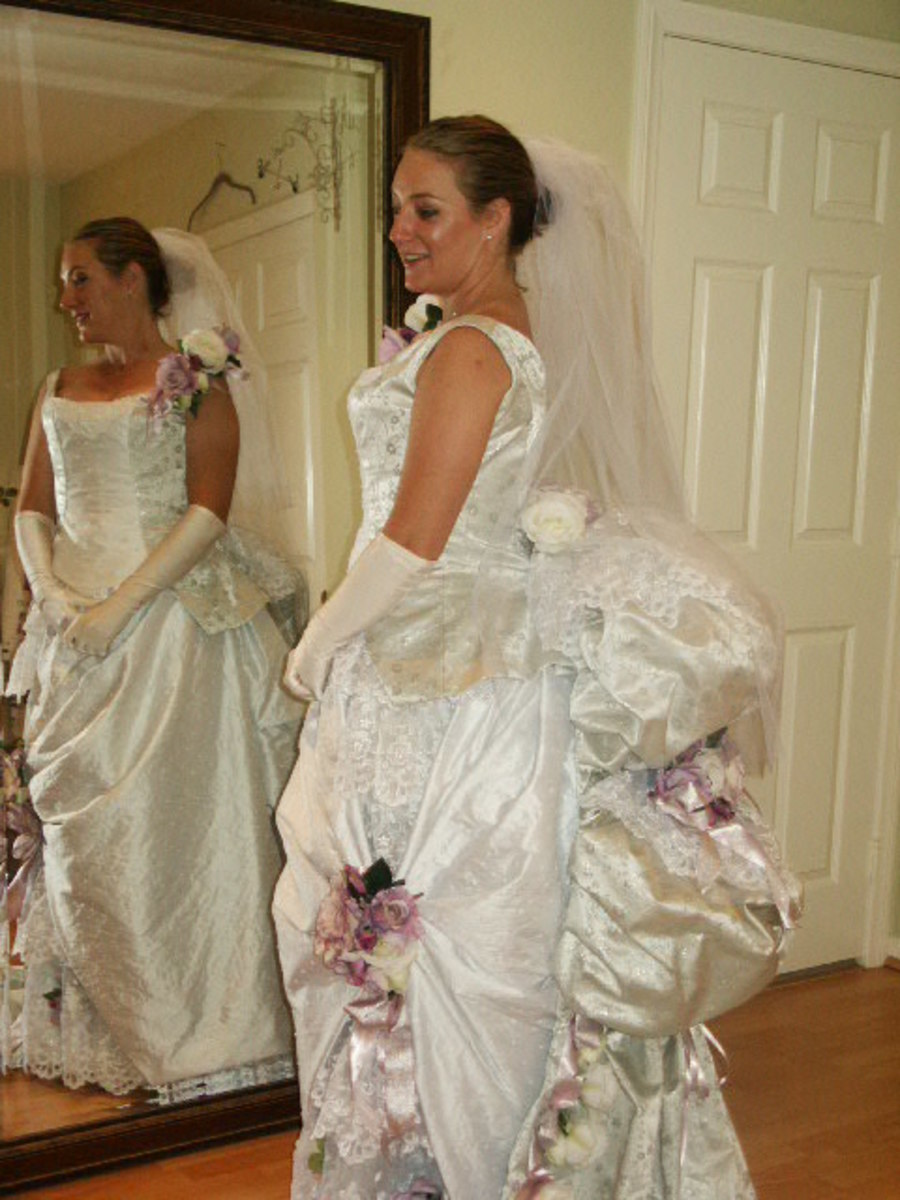 Victorian-style wedding dress [www.djmikefarmer.com/main/]