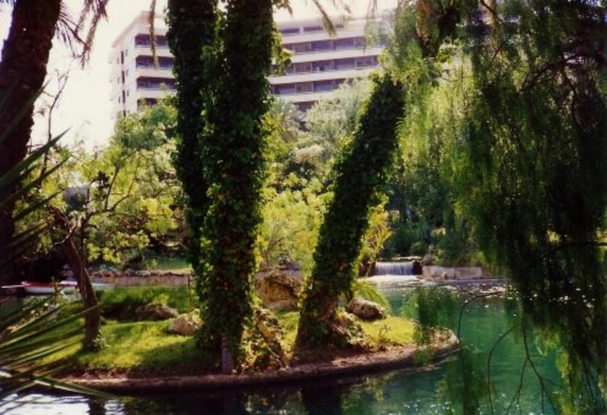 Valparaiso Palace Hotel grounds