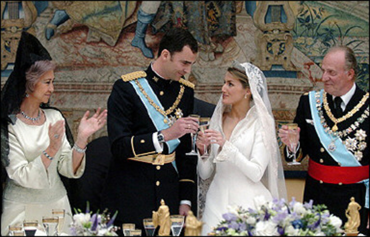 Spanish Crown Prince Felipe of Bourbon and his wife Princess of Asturias Letizia Ortiz toast next to Juan Carlos of Spain and Queen Sofia during the wedding reception at the Royal Palace in Madrid.