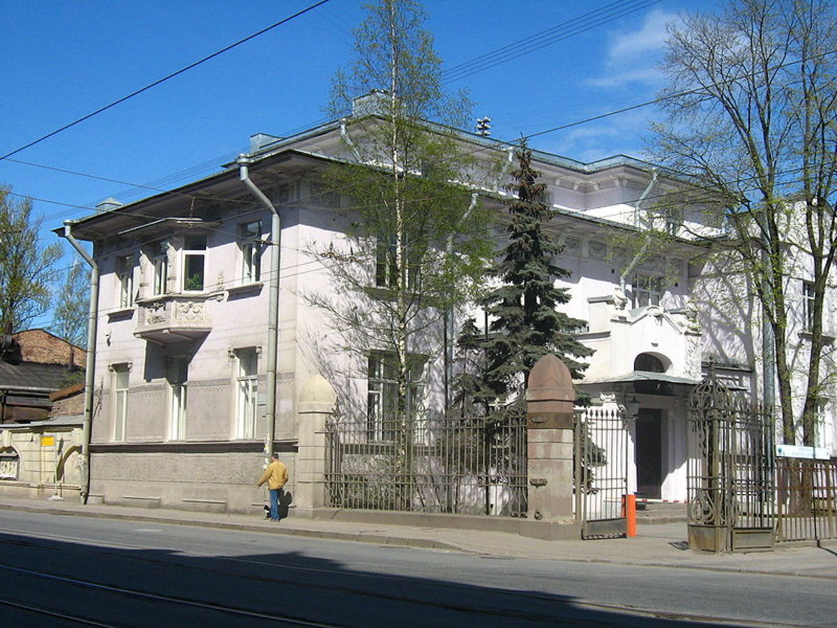 Nobel family home, St. Petersburg, Russia.  Image courtesy Maryanna Nesina and Wikipedia Commons.