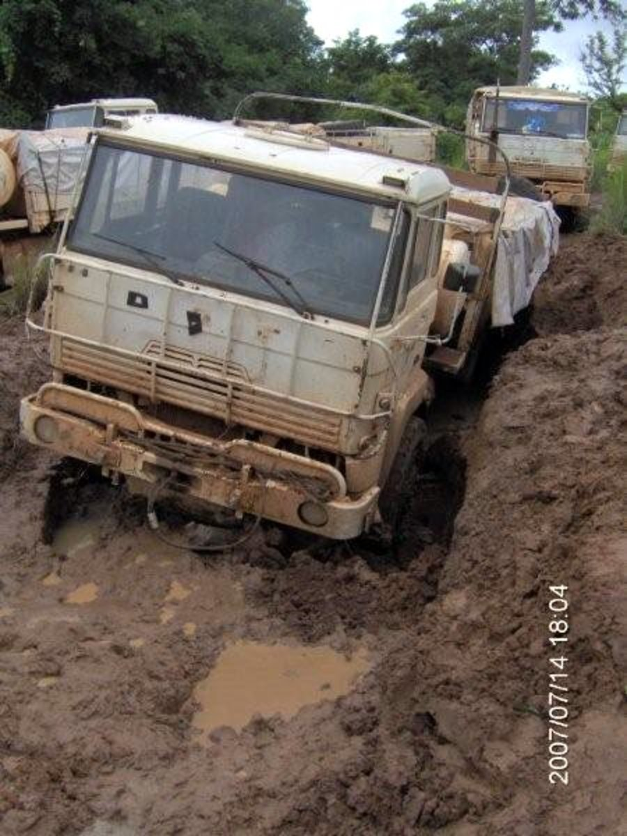 Food convoy in the Central African Republic.  Image courtesy hdptcar and Wikipedia.