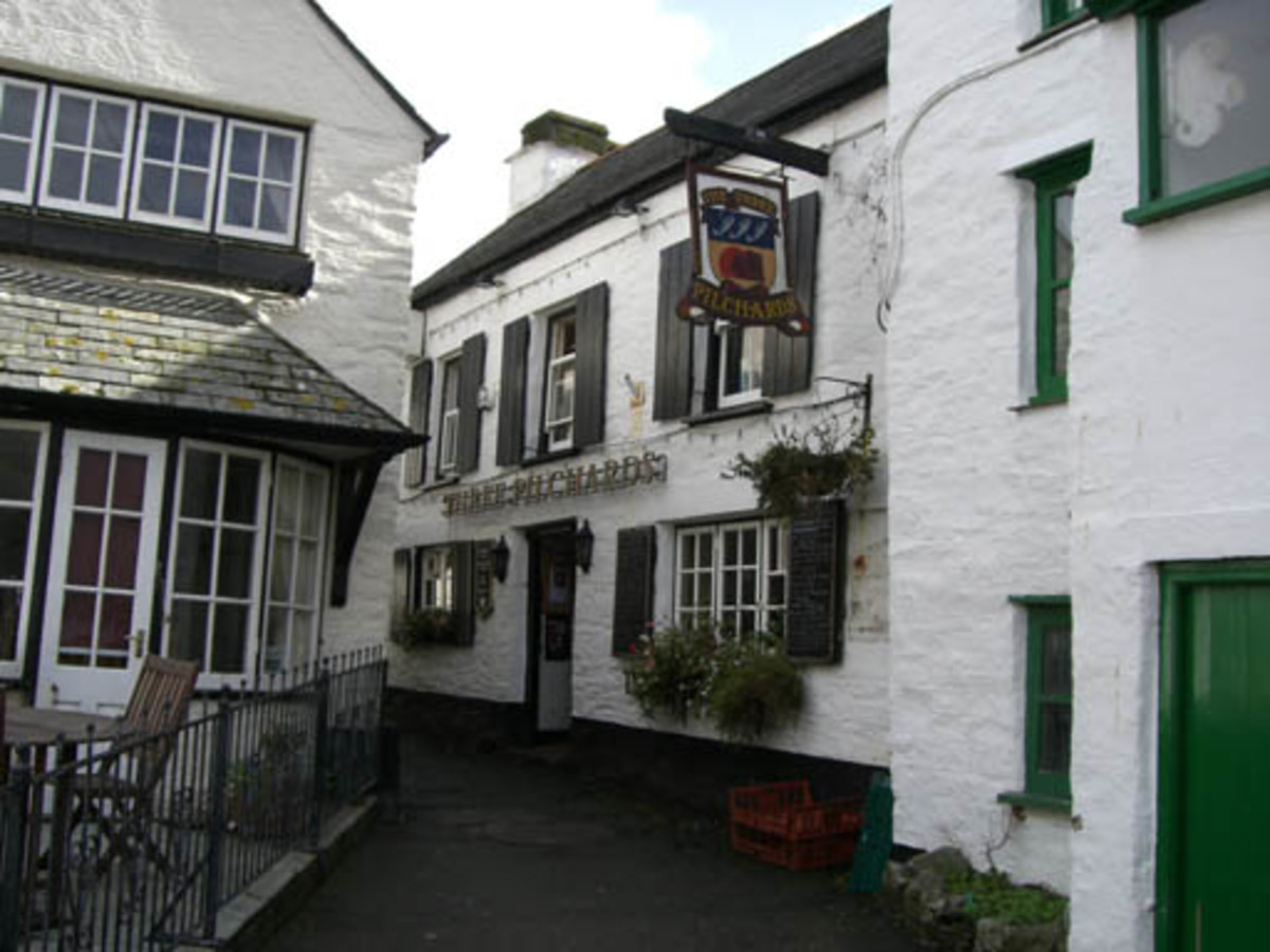 Haunted Pubs and Inns in Cornwall: The Three Pilchards, Polperro, Cornwall. Haunted pub.