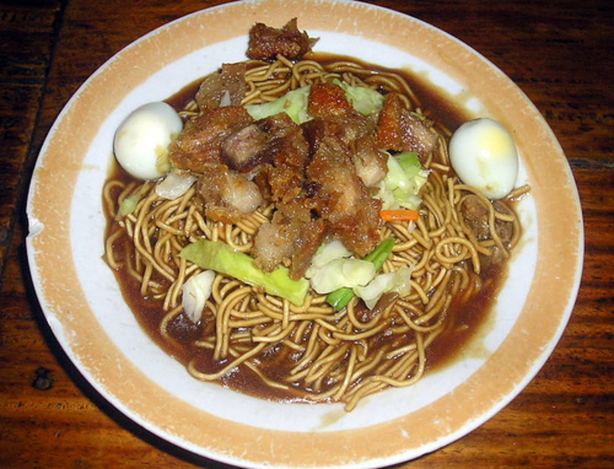 Pancit Canton in Thick Sauce (Photo courtesy by ~MVI~ from Flickr.com)