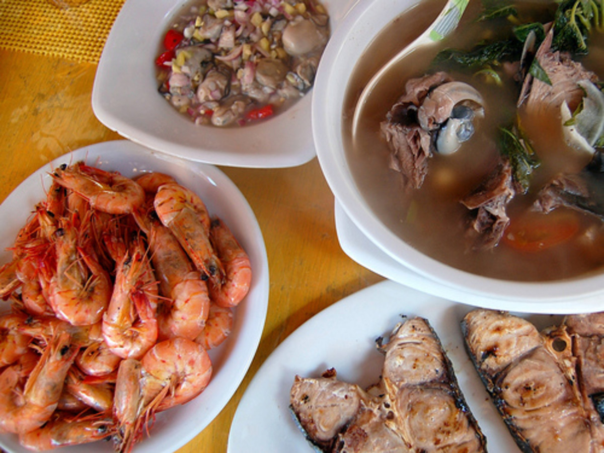 Seafood Lunch in Boracay, Philippines - Stir-Fried Shrimps, Grilled Blue Marlin, Tuna Head in Sour Broth, and Raw Oyster Meat in Spicy Vinegar (Photo courtesy by ~MVI~ from Flickr.com)